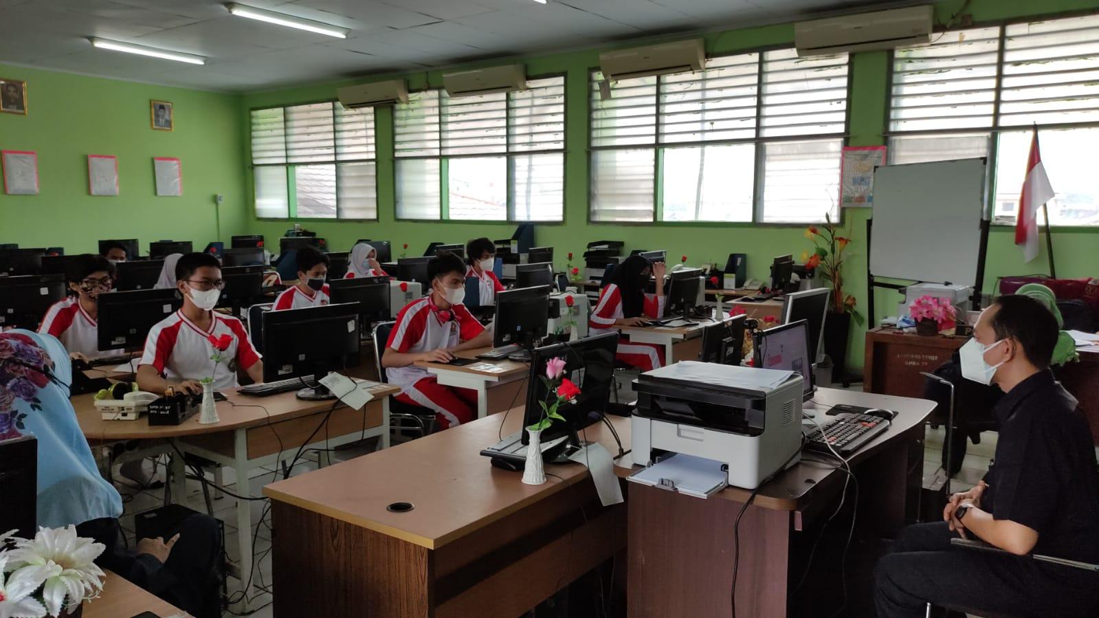 Kegiatan tes TOEIC SMKN 45 Jakarta